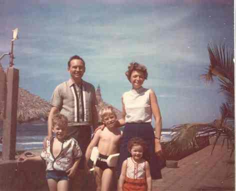 fehlhaber-family-on-beach-on-mazatlan-true-color.jpg